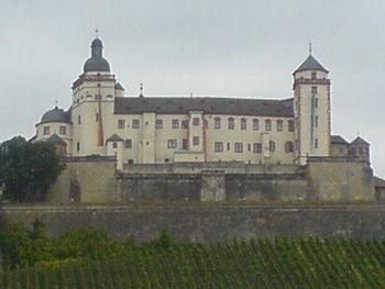 Die Festung thront über Würzburg