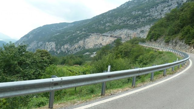Traumstrasse am Berg entlang nach Ranzo.