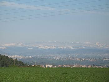 ...ein wehmütiger Blick auf die schneebedeckten Gipfel im Herz der Ardèche auf etwas über 1000 Meter.