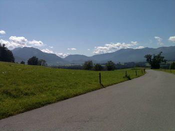 Blick in die grüne Ebene oberhalb von Niklasreuth