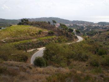 Blick von der Straße zum Alt de la Conreria auf Montgat.