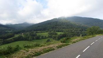 Ostanfahrt 1: Wolken am Pilat, Mont-Blanc-Blick fällt also flach.