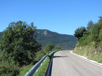 Ostanfahrt: Blick auf die Berge der Serra de Montgrony.