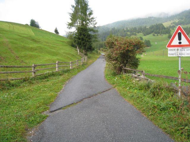 Im Anfangsteil der steilen Straße zum Vallierteck