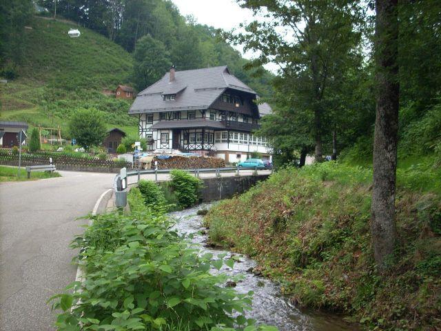 Typische schwarzwälder Archikektur am Rande der Nordrach