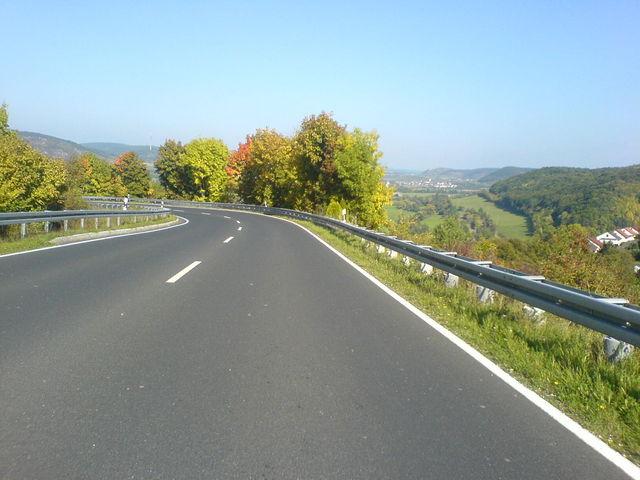 Für Abfahrer sind diese weiten Kurven sehr schön