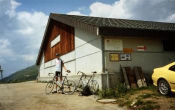 Der Stall der Alp Quader, ein Zweckbau aus Beton