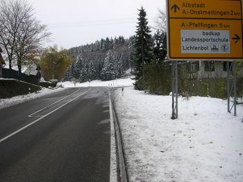 Am Abzweig nach Pfeffingen ist der höchste Punkt der Auffahrt erreicht.
