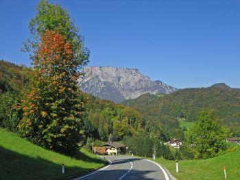 Blick auf den Untersberg von der Abfahrt ueber den Duernberg.