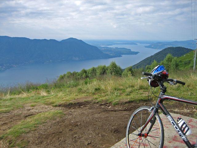 Ausblick in der Naehe von Piancavallo auf den südlichen Lago Maggiore.