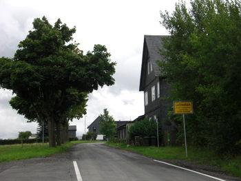 Passhöhe am Ortseingang von Lichtenhain.