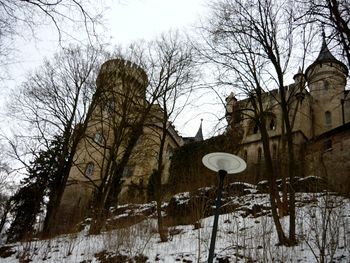 Schloss Landsberg - 4 - Erster Blick auf das Schloss im Anstieg.