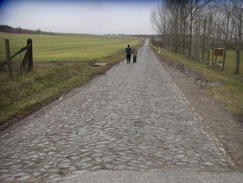Beginn des Pflasterabschnitts am Ortsende in Frömmstedt.