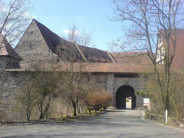 Der Eingang der majestätischen Burg Hoheneck