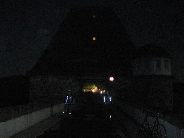 Auf der Staumauer des Möhnesees um 01:00 Uhr...