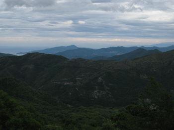 Aublick vom [[Passo della Biscia|paesse|passo-della-biscia]] zum tigullischen Golf. (Mai 2009)