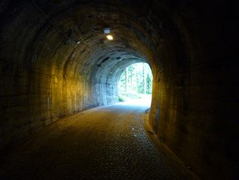 Tunnel am Start.