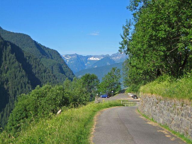 10 am Südhang oberhalb des Val Malvaglia.