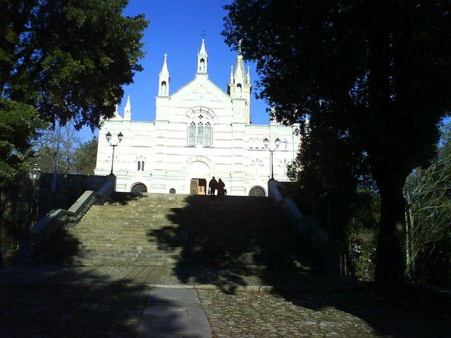 Die Wallfahrtskirche Nostra Signora di Montallegro.