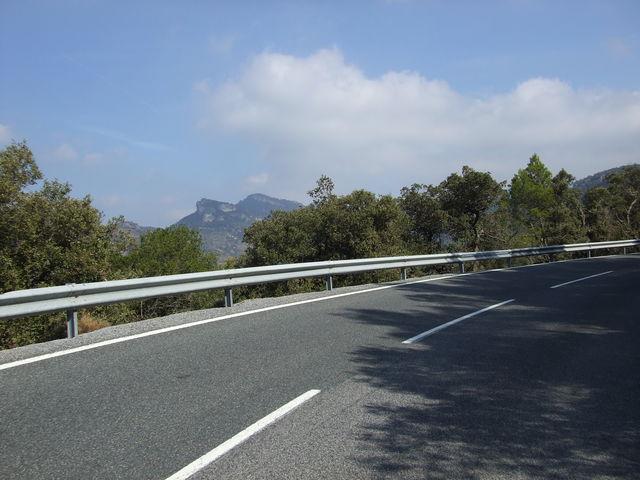 Westanfahrt: Blick auf die Muntanyes de Prades.