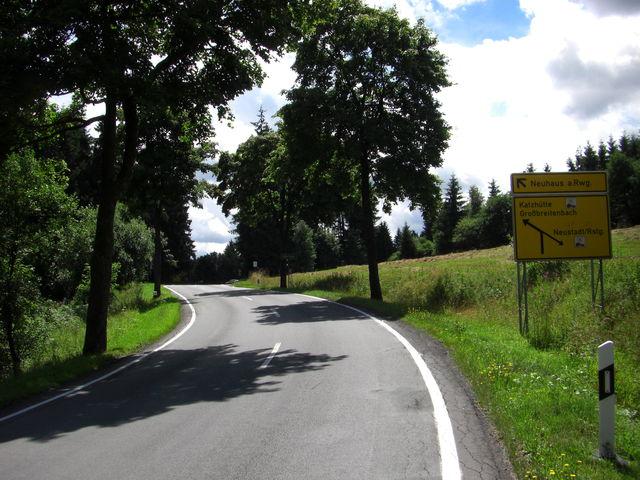 Hohe Tanne Kurz vor der Paßhöheauf der Straße von Gehren kommend.