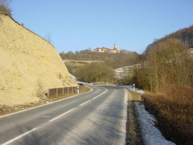 Die Auffahrt zur Leuchtenburg.