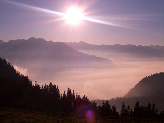 Glarner Alpen im Gegenlicht vom Zielparkplatz.