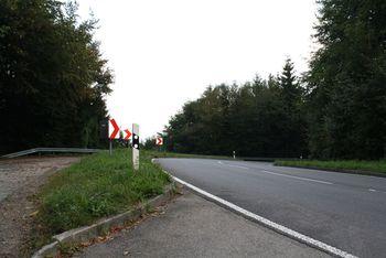 Schienerberg - Passhöhe Nordrampe mit Parkplatz.