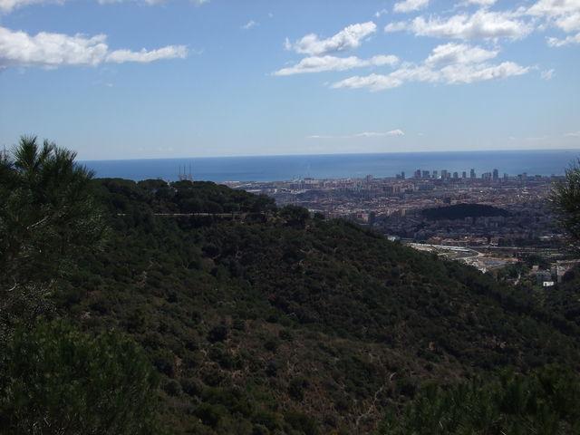 Der obere Teil der Südostanfahrt mit Blick auf Barcelona.