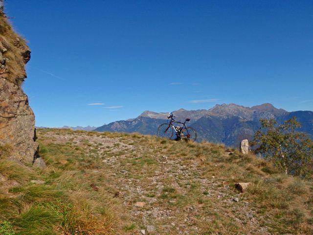 00 kurz unterhalb der Cima di Medeglia auf 1220m, Velo 500m hinauf geschoben bzw. getragen, 29.9.09.