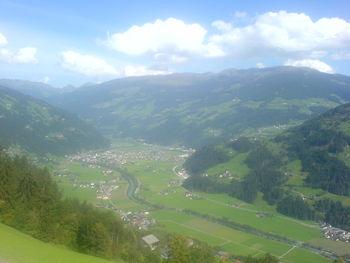Blick ins grüne Zillertal