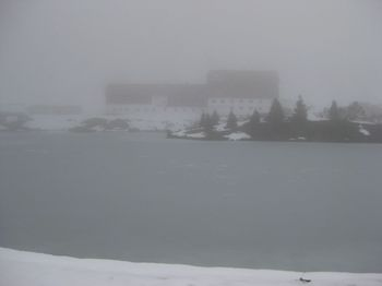 Zeinisjoch, zugefrorener See