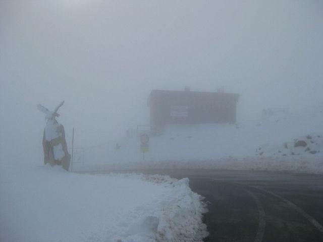 Timmelsjoch. Sechs Besuche, zweimal Sonne, viermal Nebel.
