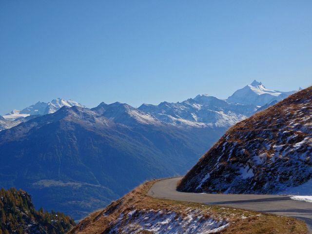 00 Alpe Galm Auffahrt mit Weißhorn und Mischabelgruppe, 14.10.09.