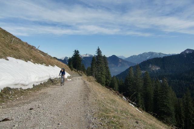 die letzten 500 m Naturstraße bis zum Pass, für den Renner dürfte das kein Problem sein