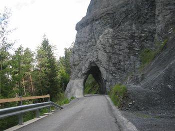 In der Ruinaulta geht es durch originelle Tunnels