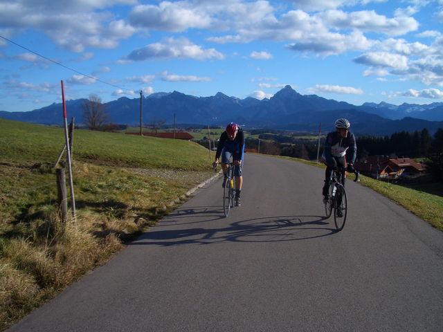 definierte Schatten vor Alpenpanorama