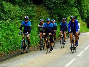 Locker unterwegs am Fusse des Col du Glandon.