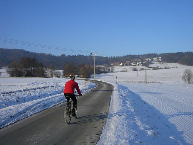 Am Beginn nach Verlassen von Unterhaidelbach, der Moritzberg voraus