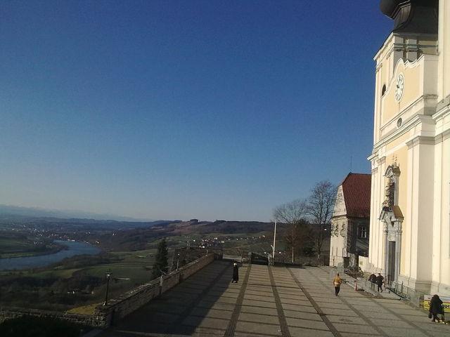 ... dann auch noch den Ausblick über das Donautal ...