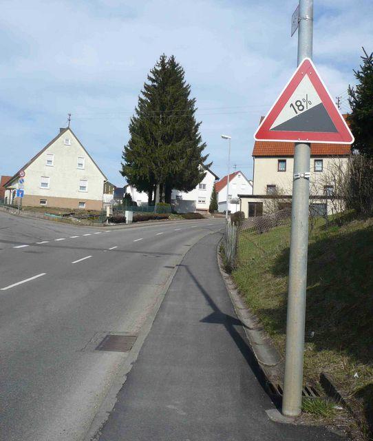 Gosheim, Start des Steilanstiegs zum Kehlen.