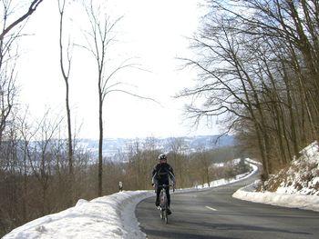 Blick zurück zum Mittelteil, der Flachpassage. Die Fränkische Schweiz Szenerie im Hintergrund.