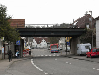 Engelberg 01. Beginn des Aufstieges in Winterbach auf Höhe der Eisenbahnbrücke.