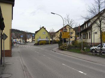 Buhlbronn 01.  Start des Anstieges beim Abzweig Buhlbronn in Schornbach.