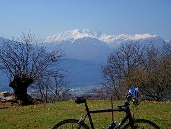 auf dem Weg nach Arbarello Blick auf dem Monte Tamaro, 9.4.10.