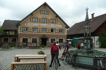 Dorfplatz in Eglofs (mit mehreren Beizen)