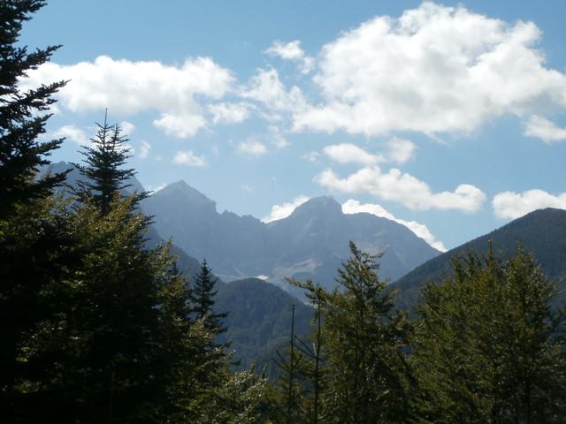 Blick auf die Steiner Alpen in der Westauffahrt. Der südlichste Punkt Österreichs liegt dort irgendwo.