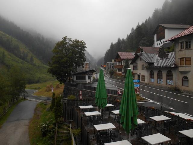 Stelvio - Wolkenverhangen und mit Regen