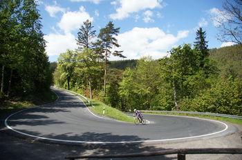 Und gleich danach Serptentine Nr. 2 - Traumstraßen im Thüringer Wald.