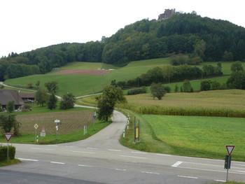 Passhöhe mit Blick zur Burg